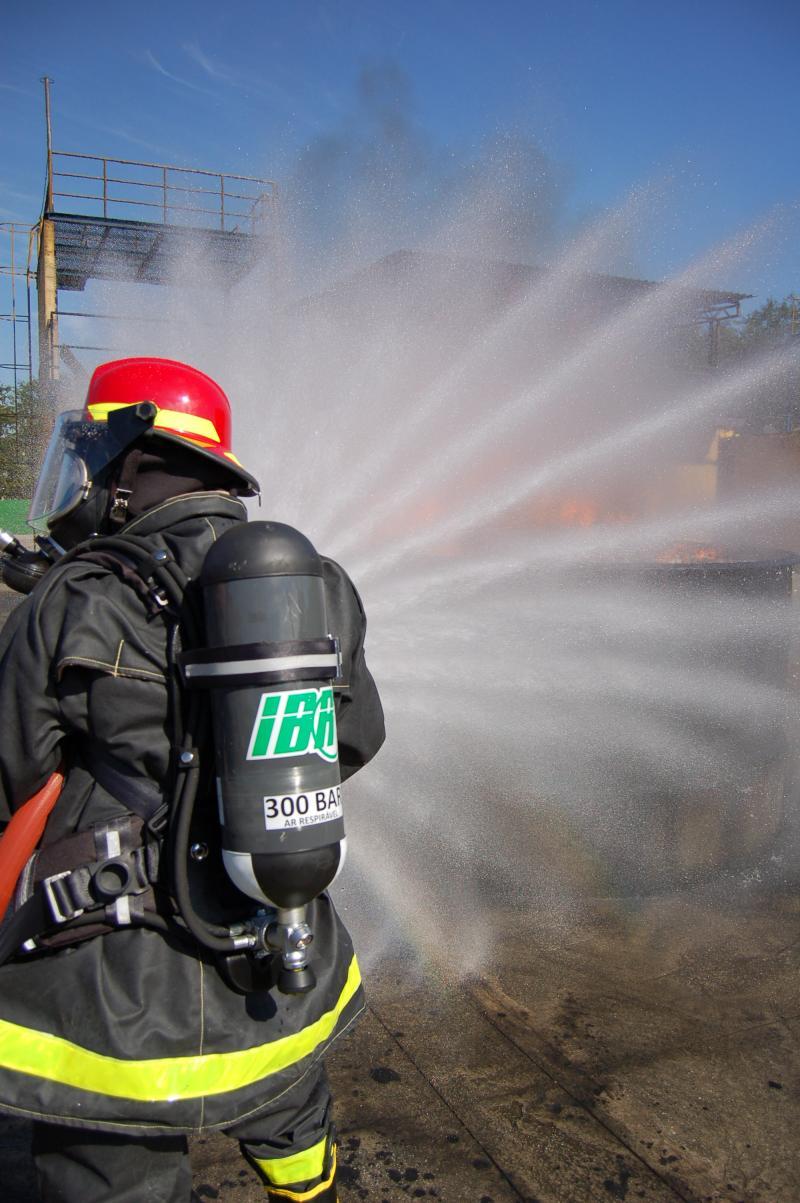 Uso de máscara autônoma IBR Fenix proporciona segurança e conforto para trabalhador de espaços confinados