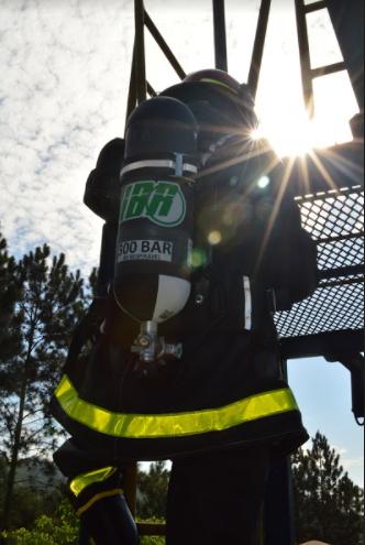 Máscara de combate a incêndio é equipamento obrigatório no Corpo de Bombeiros