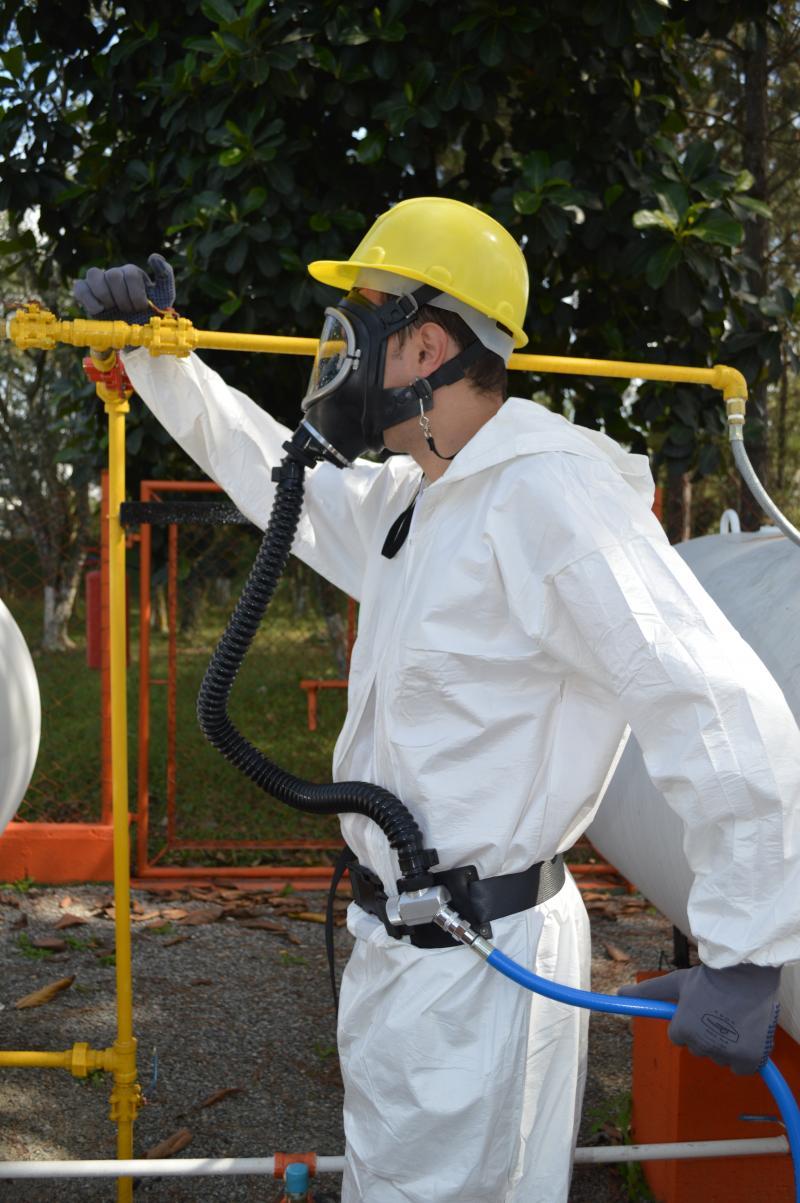 Sistema de ar mandado para espaço confinado é necessário para proporcionar segurança respiratória do trabalhador